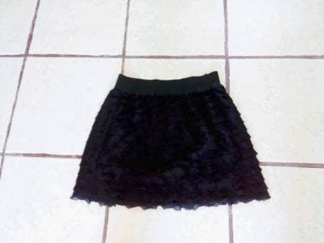Falda de olanes negra