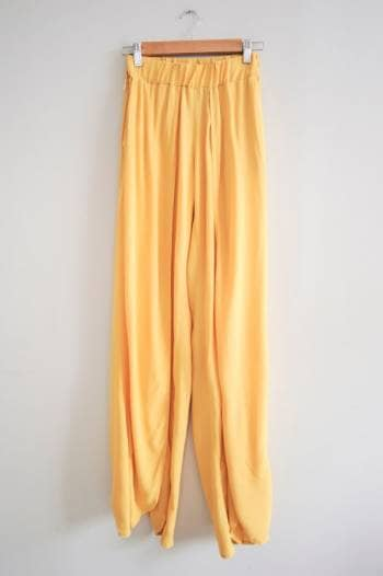 Pantalones anchos con abertura