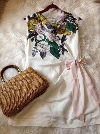 Vestido blanco y floreado H&M