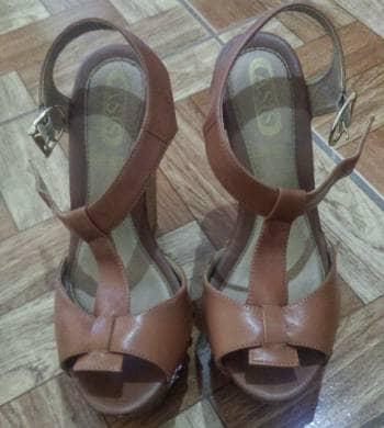 Zapatos de Asis