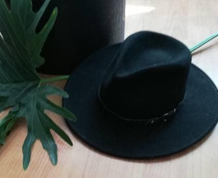 Sombrero negro de lana