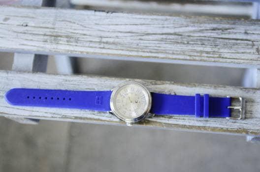 Reloj azul moderno