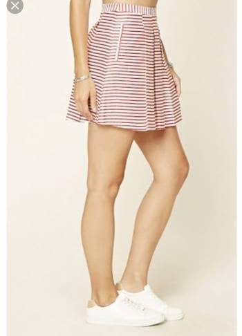 Falda de rayas rojo con crema
