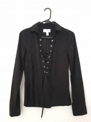 Camisa negra de gamuza con cordones