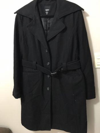 Abrigo negro con cinto