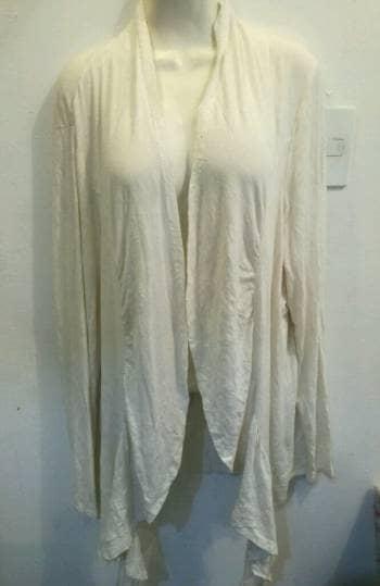 2x1 Cardigan crema con olanes