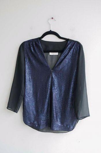 Blusa azul con brillo y negro