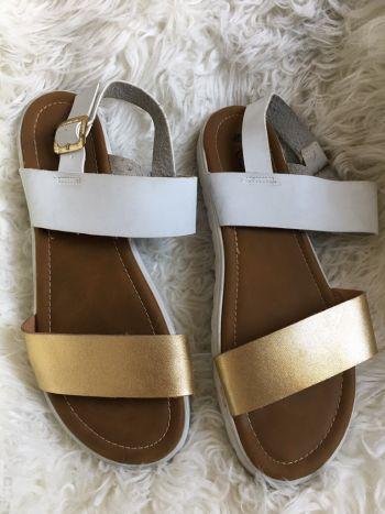 Sandalias dorado con blanco