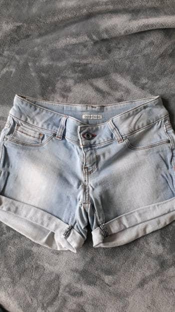 Shorts claros efecto deslavado
