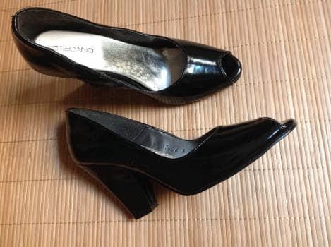 Zapatillas negras de charol