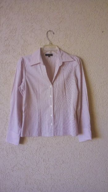 Camisa formal blanca con rayas rosas