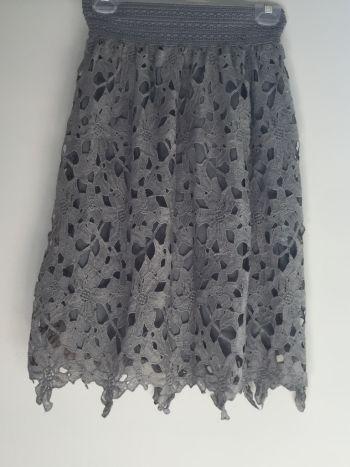 Falda gris encaje