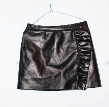 Falda negra stradivarius