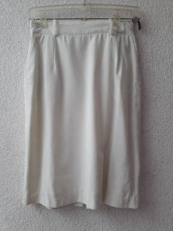 Falda blanca recta