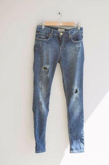Jeans azul con desgastados