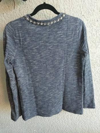 Suéter con aplicaciones