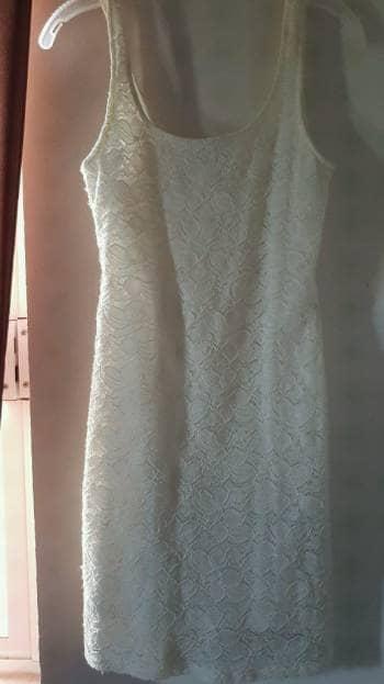 Vestido de encaje bershka