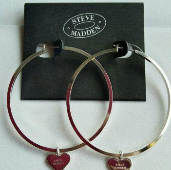 50bf5e6c62c5 Arracadas con dije de corazón Steve MADDEN - GoTrendier - 44965