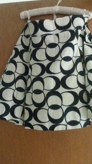Falda blanca ondas