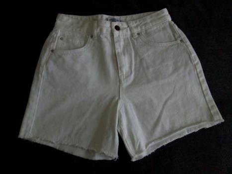 Mom jean shorts blancos a la cintura