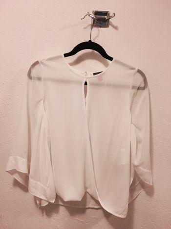 Súper bonita blusa olgada de Vince Camuto