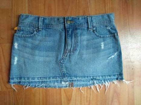Hollister Mini falda de mezclilla talla XS - GoTrendier - 749626 661abb074181f