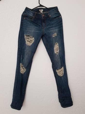 Pantalones de mezclilla rotos