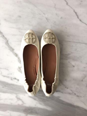 Flats nuevos de piel blancos