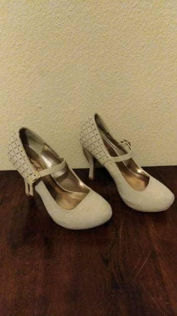 Zapatillas beige con correa