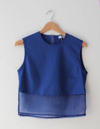 Blusa azul con transparencia en la parte de abajo