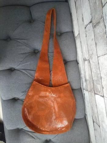 Bolsa de piel anaranjado