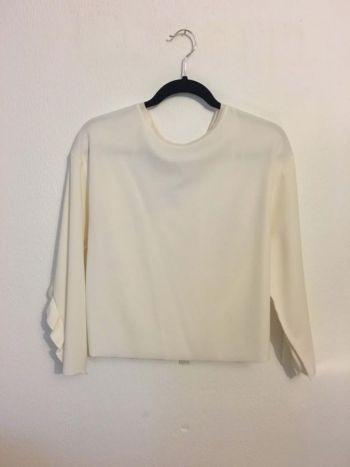 Blusa blanca con detalle en mangas