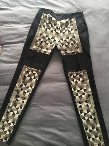 Pantalón de vestir negro con grecas