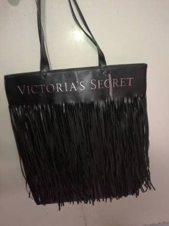 TOTE CHIC NEGRO CON FLECOS  BY VS