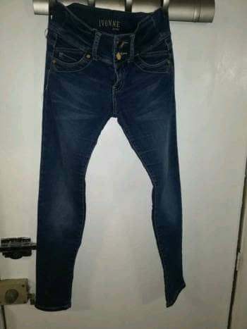 Jeans levanta Pompa