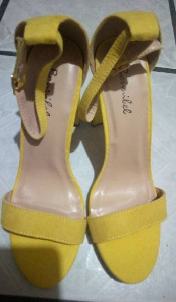 Zapatilla amarilla
