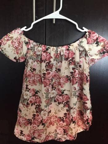 Blusa off shoulder floreada