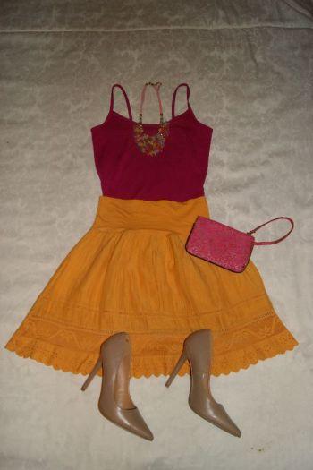 Falda amarilla calada