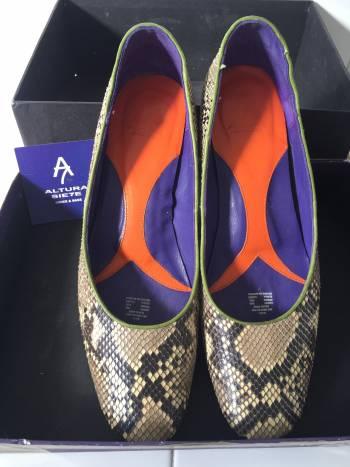Hermosos zapatos de piel de pitón