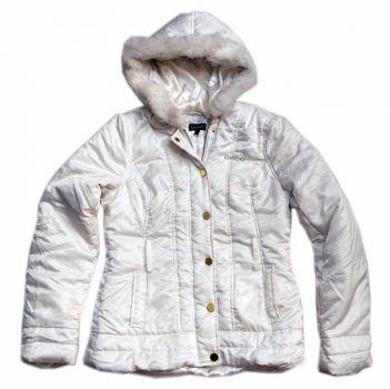 Chamarra Bebe blanca mediana con capucha